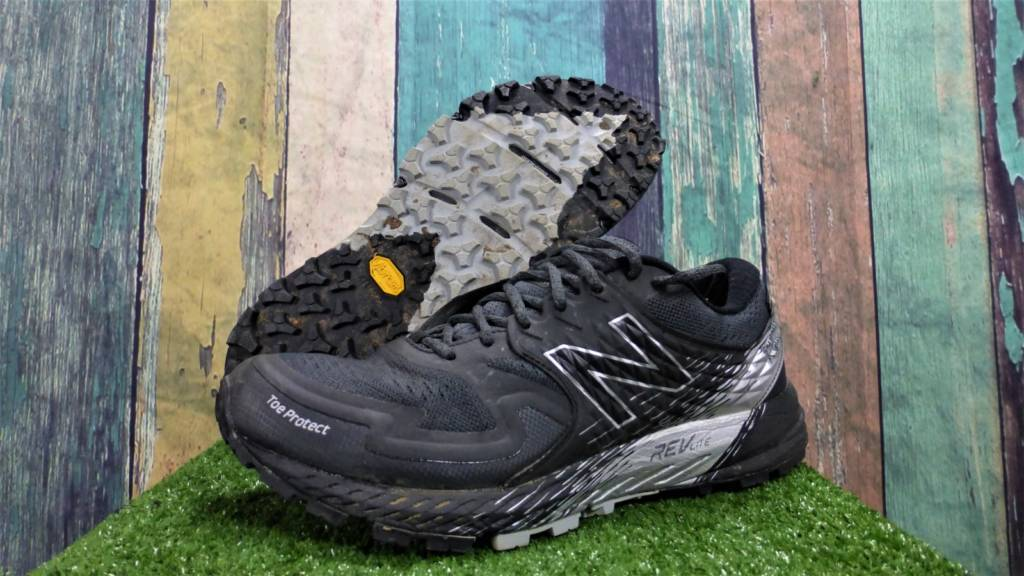 New Balance Summit Kom color nero e argento
